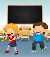 Jongen die op meisje in klaslokaal intimideert