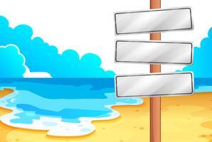 Lege uithangborden op het strand