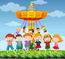 Parkscène met gelukkige kinderen