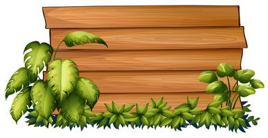 Houten plank op groene struik