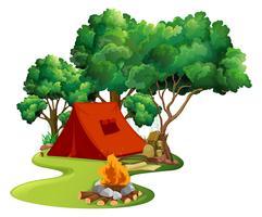 Scène met rode tent in het hout