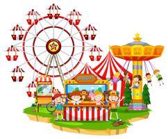 Gelukkige kinderen bij circus