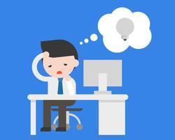Zaken man zit op kantoor en voelt saai omdat gebrek aan idee om te werken