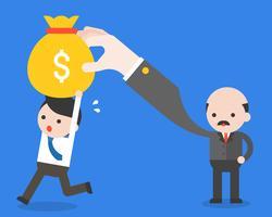 Dragende het geldzak van de zakenman rennen vanaf zijn werkgever, bedrijfssituatiesconcept