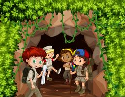 Scout wandelen in de natuur vector