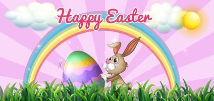 Gelukkige Pasen met konijntje en ei op het veld