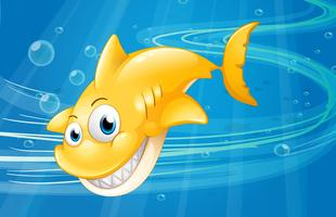 Een lachende gele haai op de zee
