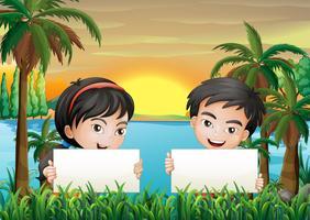 Twee lachende kinderen op de rivieroever met twee lege uithangborden vector