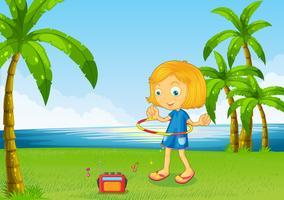 Een meisje dat met haar hoepel dichtbij de rivier speelt