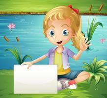 Een meisje bij de vijver die een leeg uithangbord houdt
