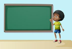 Een jongen in de buurt van het lege schoolbord vector
