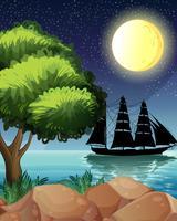 Een zwart schip aan zee onder de heldere maan