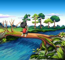 Een jongen boven de stam van een boom met een vergrootglas