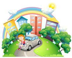 Een jonge vrouw zit aan de auto geparkeerd op de weg