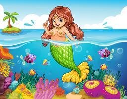 Een zee met een glimlachende zeemeermin
