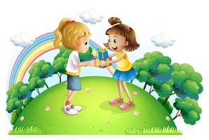 Twee meisjes wisselen geschenken uit op de heuveltop