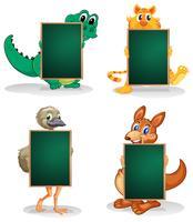 Vier dieren aan de achterkant van de lege schoolborden