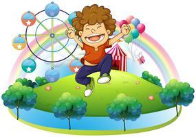 Een gelukkige jongen in de heuvel met een carnaval