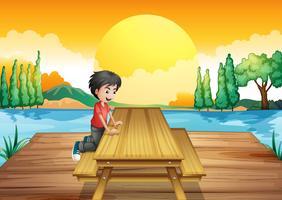 Een tafel met bank in de buurt van de rivier
