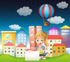 Een meisje dat een leeg uithangbord dichtbij de lange gebouwen houdt