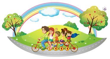 Een fiets met veel pedalen en wielen