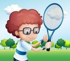 Een jonge jongen tennissen