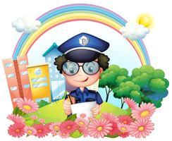 Een politieman die dichtbij de bloemen schrijft