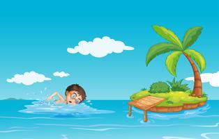 Een jongen die op het strand zwemt