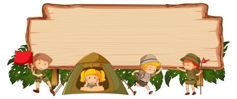 Camping kinderen op houten banner vector