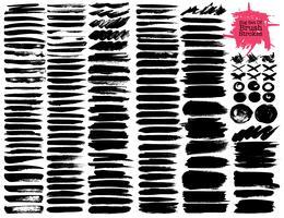 Grote reeks penseelstreken, zwarte inkt grunge penseelstreken. Vector illustratie.