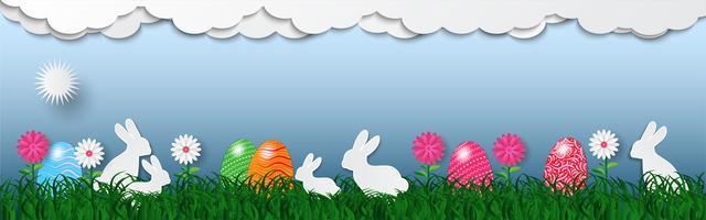 Banner van Pasen-vakantieachtergrond met eieren op groen gras en wit konijn, vectorillustratie