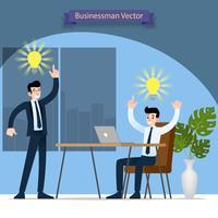 Zakenman en zijn baas bespreken en vinden oplossing en werken succesvol in het kantoor met symbolische lamp boven hun hoofd.