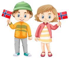 Jongen en meisje houden vlag van Noorwegen