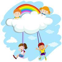Kinderen spelen schommel op wolken