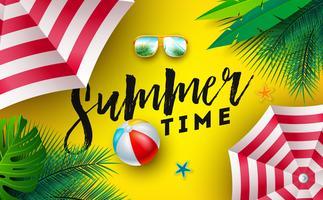 Zomertijd illustratie met zonnescherm, strandbal en zonnebril op zon gele achtergrond. Vector tropisch vakantieontwerp met exotische palmbladeren en typografie brief