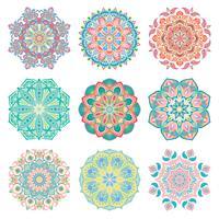 Set van 9 handgetekende kleurrijke vector Arabische mandala op witte achtergrond. Ronde abstracte etnische oosterse ornamenten.