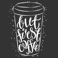 Belettering op papieren koffiekopje. Modern citaat stijl citaat over koffie. Lett