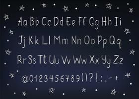 Zilveren alfabet in schetsmatige stijl. Vector handgeschreven potlood letters, cijfers en leestekens. Metalen pen handschrift lettertype.