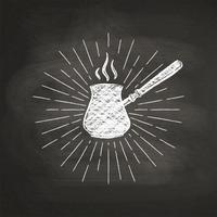 Krijt getextureerde koffie pot silhouet met vintage zonnestralen op zwarte bord. Vector koffiepotillustratie voor drank en drankmenu of koffiethema, affiche, t-shirtdruk, embleem.