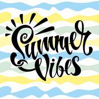 Summer vibes. Belettering. Kaart. Kalligrafie. Stijlvolle inspirerende beschrijving. Gestreepte achtergrond. Vector. vector