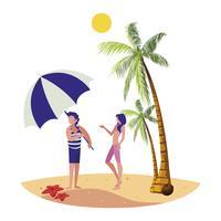 jonge jongen met vrouw op het strand zomers tafereel