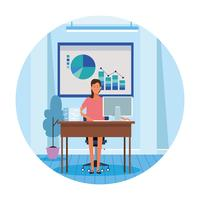 werknemer vrouw in computerbureau