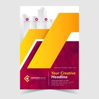 Brochure ontwerpsjabloon met rode veelhoekige abstracte achtergrond