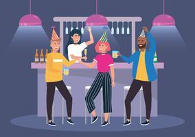 Diverse mannen en vrouwen die bij bar bij partij drinken