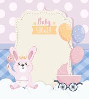 Kaart van de babydouche met konijn en rammelaar met koets vector