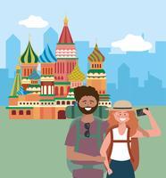 Toeristenpaar die selfie voor rood vierkant nemen