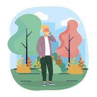 Man met baard praten op smartphone in park