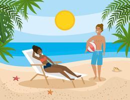 Man en vrouw die uit op strand hangen