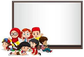 Sjabloon voor spandoek met kinderen en whiteboard