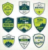 set van outdoor avontuur retro labels